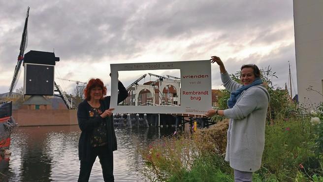 Kleurprotest Rembrandtbrug naar Leidse raad