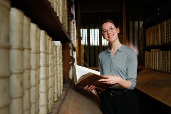 Leidse onderzoekster vindt in archief unieke 'plaatsingslijsten' van 17e-eeuwse Librije Enkhuizen