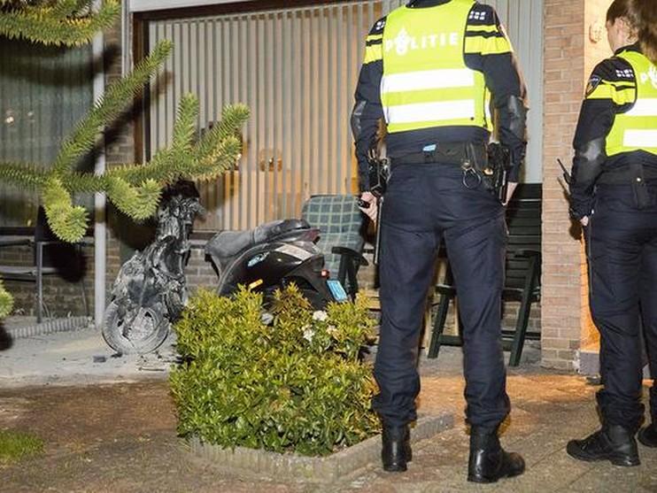 Scooterbrand bij woning in Haarlem