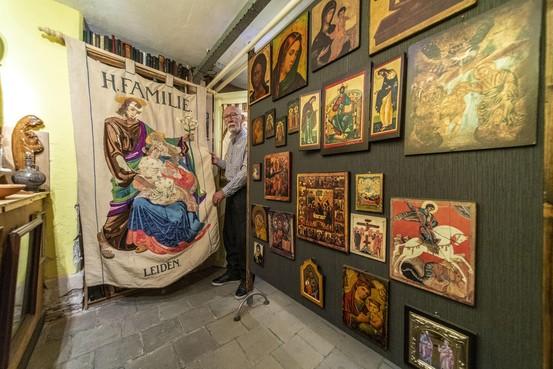 Kerkvrijwilliger Jan van Loon bouwt aan verzameling devotionalia