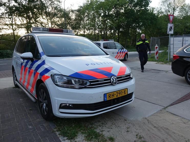 Auto botst op lantaarnpaal in Heiloo