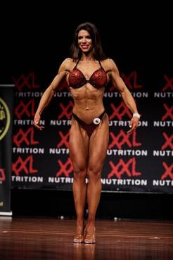 Jennifer uit Breezand moet nog even knallen want ze wil 'zo droog mogelijk' naar het EK bodybuilding in Spanje