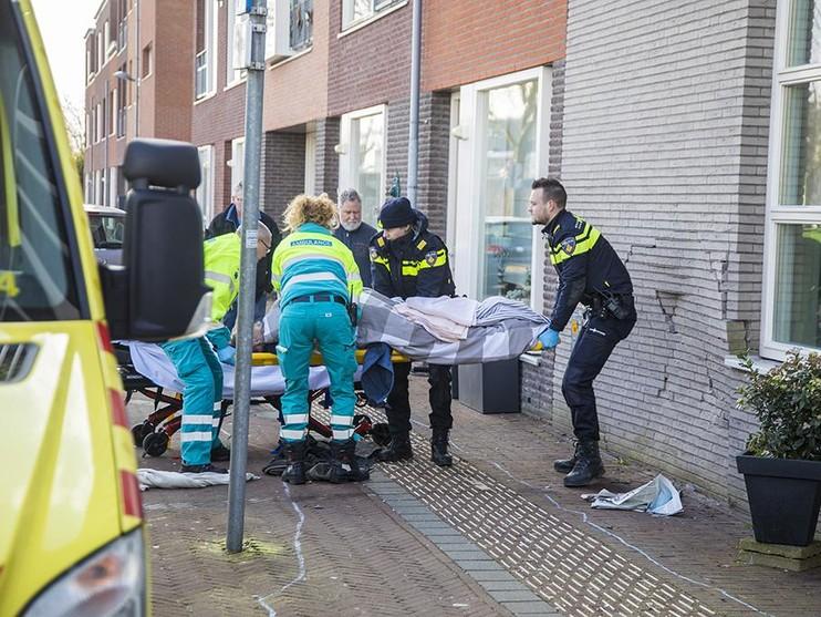 Man bekneld tussen muur en auto bij inparkeerfout in Nieuw-Vennep