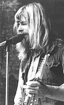 Gitarist Arti Kraaijeveld van de Bintangs overleden