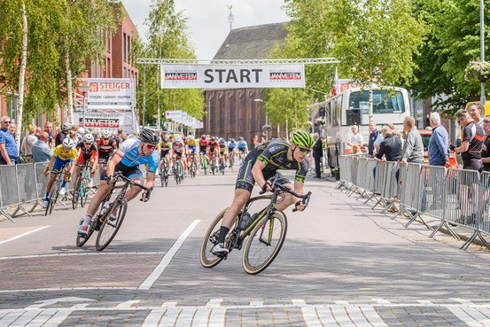 Stenekes snelste in 63e Ronde van Krommenie, Arwin Elbers haalt einde niet: 'M'n neus zat verstopt'.
