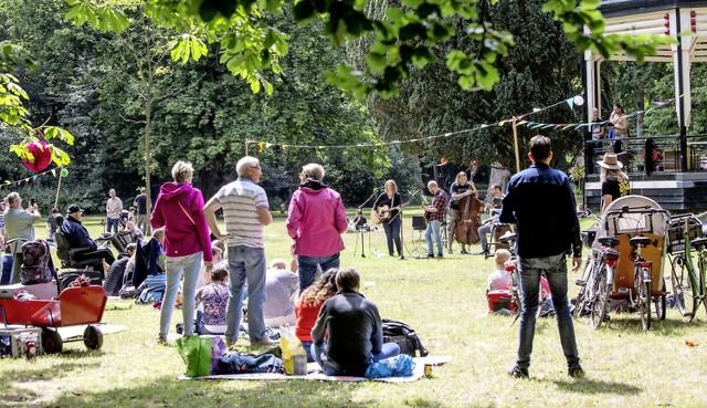 'Old school' vermaak tijdens Parksessie Velserbeek