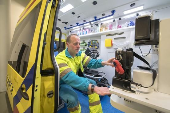 Korte staking van ambulancepersoneel