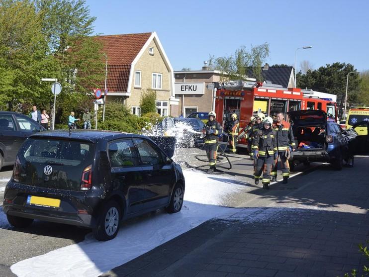 Auto vliegt in brand bij aanrijding in Hillegom