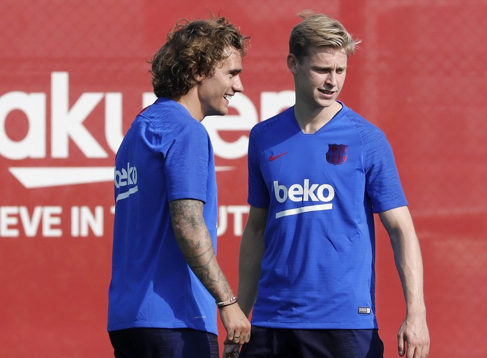 Spelers Barcelona 'ontgroenen' Frenkie de Jong [video]