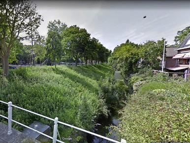 Enkhuizen vervangt historische kademuur in Dijkgrachtje
