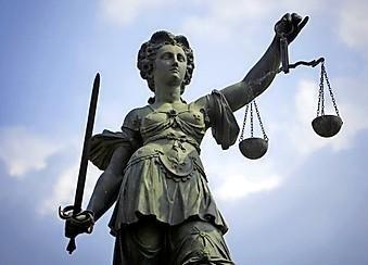 Meer dan twintig ontuchtaangiften in zaak tegen voormalige huisarts uit Velserbroek, verdachte komt voor rechter