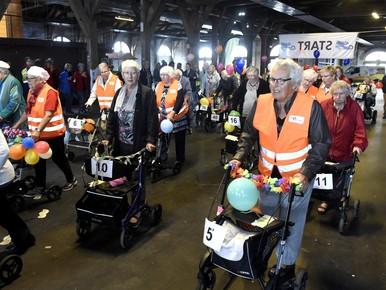 36 kampioenen bij eerste rollatorloop Den Helder [video]