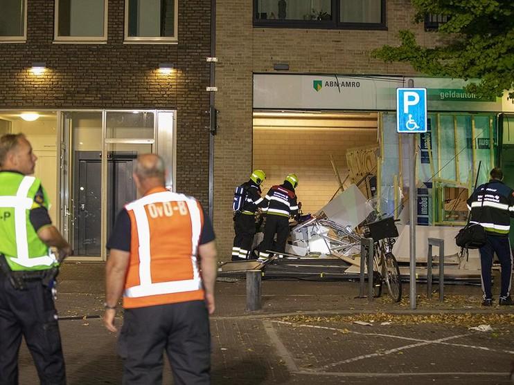 Ravage na plofkraak op geldautomaat ABN Amro in Hoofddorp [video]