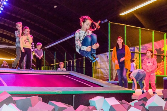 Streetjumphal vol met trampolines en spannende attracties in Wormerveer