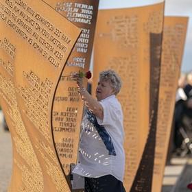 Herdenking op zee gebleven vissers Katwijk: 'Bij elke openslaande deur denken: daar komt hij'