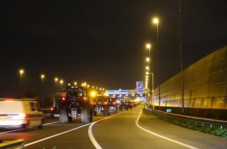 Eerste trekkers gesignaleerd in Noord-Holland, boeren massaal onderweg naar protest in Den Haag [video]