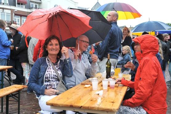 Genieten van 'bordje vol liefde' bij Smaakmarkt in Wijk aan Zee