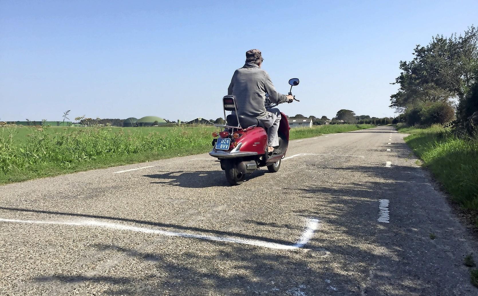 De Trambaan tussen Krabbendam en Warmenhuizen is zo slecht dat lapwerk niet meer helpt, daarom wordt de weg ko - Noordhollands Dagblad