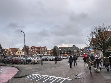 Mogelijk asbest onder Europaplein in Volendam: uitstel herinrichting