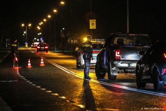 Politie vergrendelt toegangswegen Urk