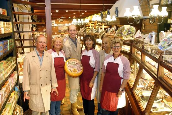 Pronk Kaas en Delicatessen in Weesp winnaar klantenverkiezing, favoriete winkel in Slijkstraat vaker open