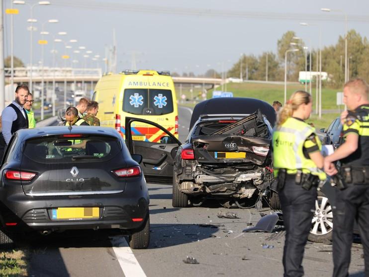 A9 richting Alkmaar weer open na zwaar ongeval met zes voertuigen