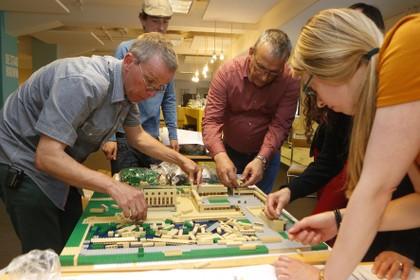 Het Dudok-raadhuis van duizenden Lego-steentjes, het blijkt nog een flinke puzzel