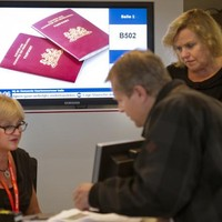 Paspoort of identiteitskaart aanvragen.