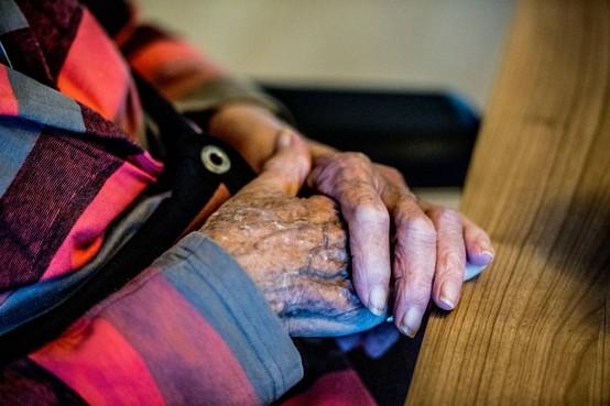 Zorgmedewerkers zien groeiende eenzaamheid