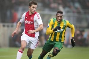 Wilfried Kanon in actie tegen Ajax. © ANP
