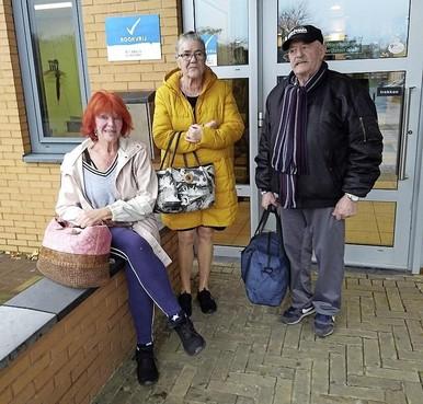 Margareta, Ria en Cees nemen het nieuws door in zwembad De Heerenduinen in IJmuiden