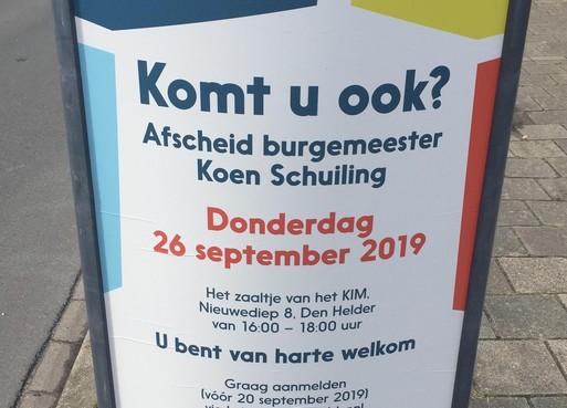 Iedereen mag burgemeester van Den Helder de hand komen schudden op zijn afscheidsreceptie