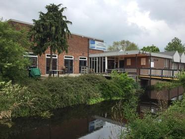 Lokale ondernemers kopen voormalig dorpshuis De Alkeburcht