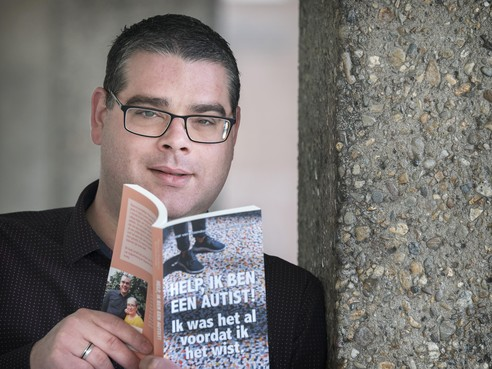Pascal van IJzendoorn schrijft het boek Help, Ik ben een autist!