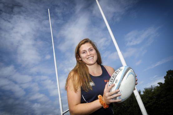 Castricumse Linde van der Velden eerste vrouwelijke rugbyprof van Nederland in Frankrijk: 'Hoop veel te kunnen leren'