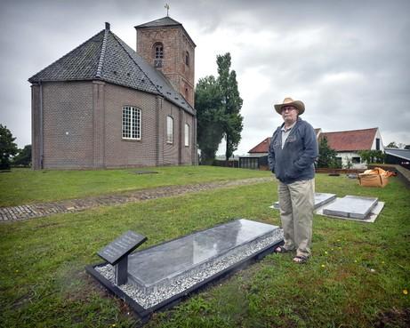 Oude grafzerken bij de Stompe Toren in Spaarnwoude opgeknapt