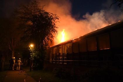Brand legt oud schoolpand Stompwijk in de as, 'er zijn rollen papier aan de voordeur vastgemaakt'
