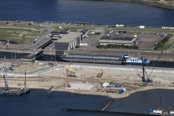 Miljoenenstrop voor bouwers zeesluis IJmuiden, bouw duurt langer