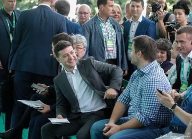 President Oekraïne bezoekt frontlinie conflict