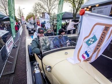 Venniper Koninginnerit met klassieke auto's