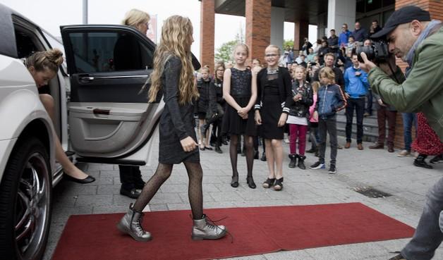 Leerlingen Sint Barbaraschool uit Tuitjenhorn voor even filmsterren in eigen thriller 'Kindervriend'