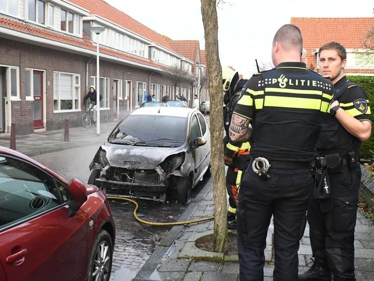 Geparkeerde auto uitgebrand in Leiden