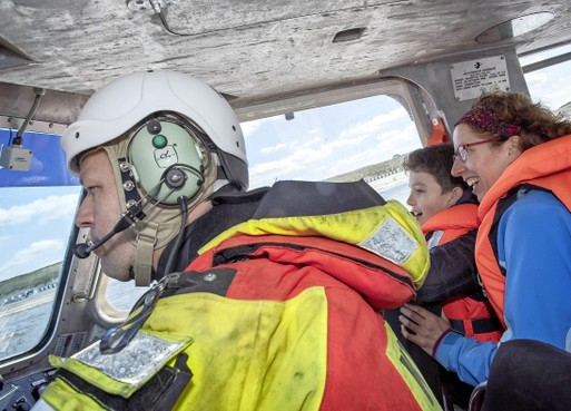 Razendsnelle zeetocht in reddingboot Wijk aan Zee als bedankje