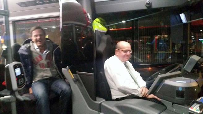 Rutte in de bus bij Teeven