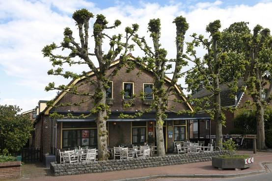 Café Staal in Eemnes sluit; 'Dit is 'n mokerslag' en 'Waar moeten we straks naartoe?'