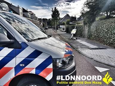 Beschonken automobilist tegen lantaarnpaal in Warmond