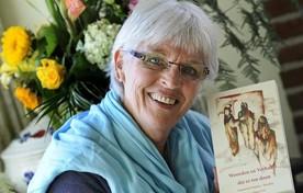 Annemiek Wijnker uit Oude Niedorp. Zij opent de maaltijd met een tekst uit het boek 'Woorden en verhalen die er toe doen'.