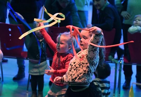 Allerkleinsten Voorstellingen, spelen en dansen tijdens peuterfestival Kampanje