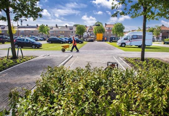 Parkeren in het groen op het IJmuidense Velserduinplein