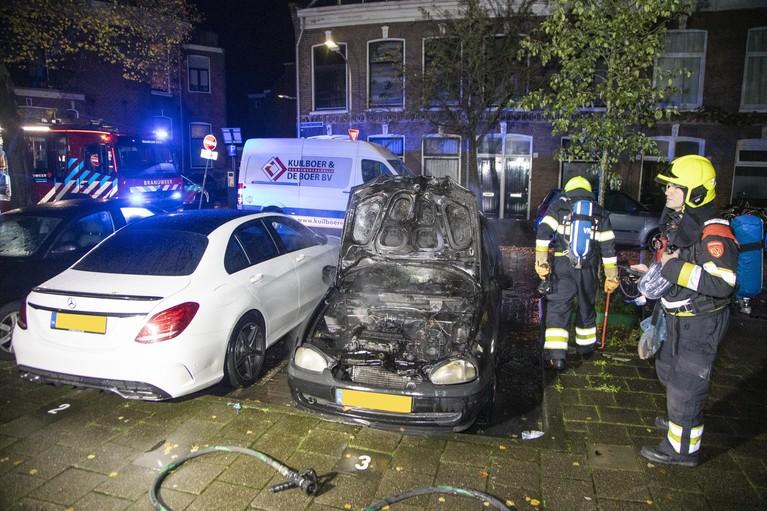 Auto in brand in Haarlemse Frans Halsstraat